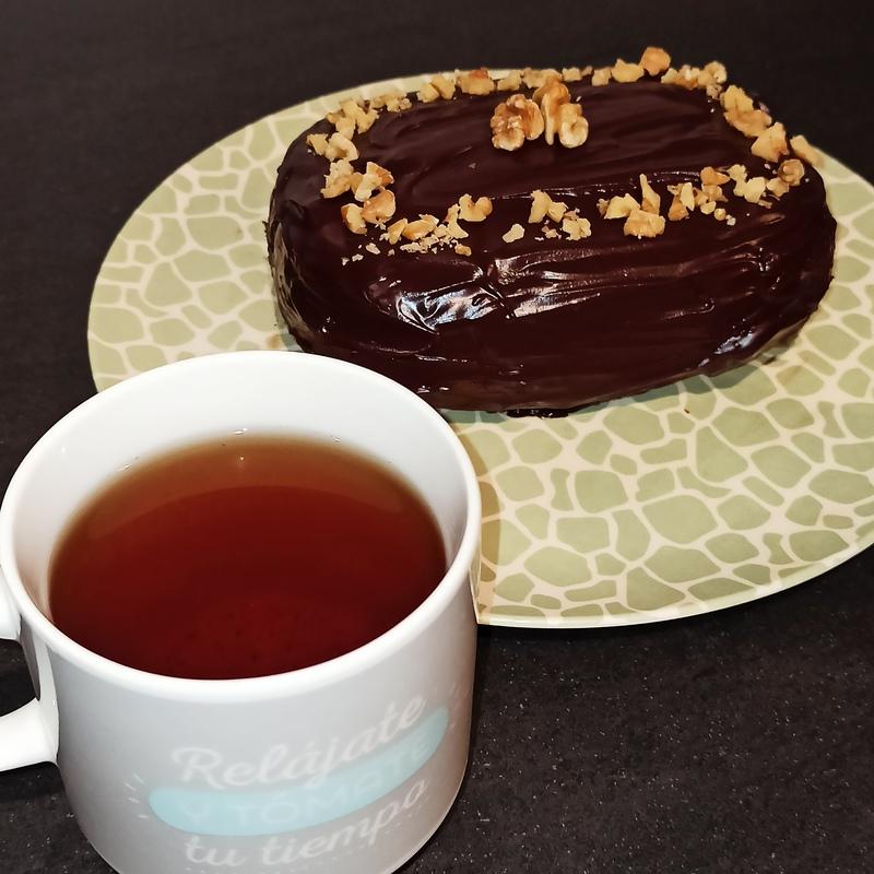 Bizcocho de vainilla cubierto con chocolate